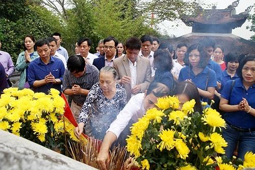 Du khách hành hương về khu di tích Hải Thượng Ông - Lê Hữu Trác (Hương Sơn, Hà Tĩnh)