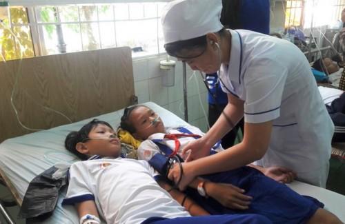 Kỷ luật 2 cán bộ Y tế liên quan vụ 84 học sinh nhập viện sau khi súc miệng bằng Fluor