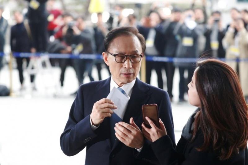 Cựu Tổng thống Hàn Quốc Lee Myung-bak bắt đầu bị chất vấn