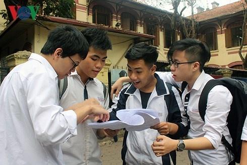 Học sinh Hà Nội thích thú khi U23 Việt Nam vào đề thi thử Tiếng Anh
