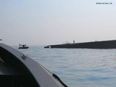 Lật tàu chở cát ngoài khơi Malaysia, 15 người chết và mất tích