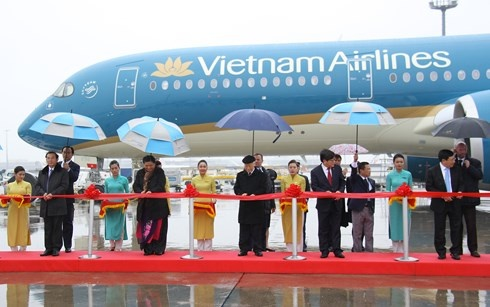 tong bi thu du le ban giao may bay cho vietnam airlines va vietjet air