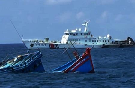 Trao công hàm phản đối tàu Trung Quốc dùng vòi rồng xua đuổi tàu cá Việt Nam