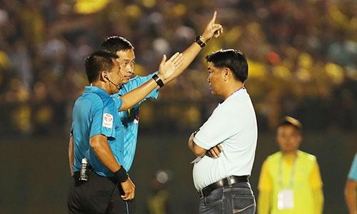 HLV trưởng của Bình Dương và Khánh Hòa bị cấm chỉ đạo hai trận