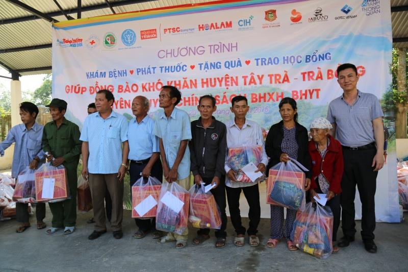 Bác sĩ Sài Gòn mang yêu thương đến với dân tộc vùng cao