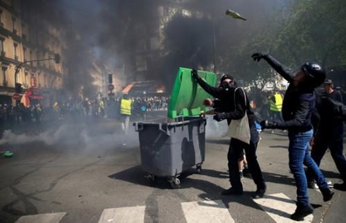 Biểu tình 'áo vàng' ở Pháp tái diễn bạo lực trên đường phố Paris