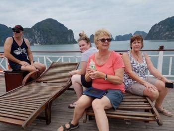 chuyen di kinh hoang cua du khach uc phat spring travel agency 8 trieu dong