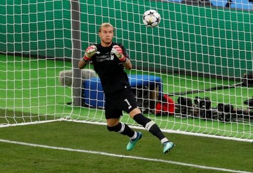 Chung kết Champions League: Thủ thành Loris Karius của Liverpool bị chỉ trích bắt bóng như bán độ