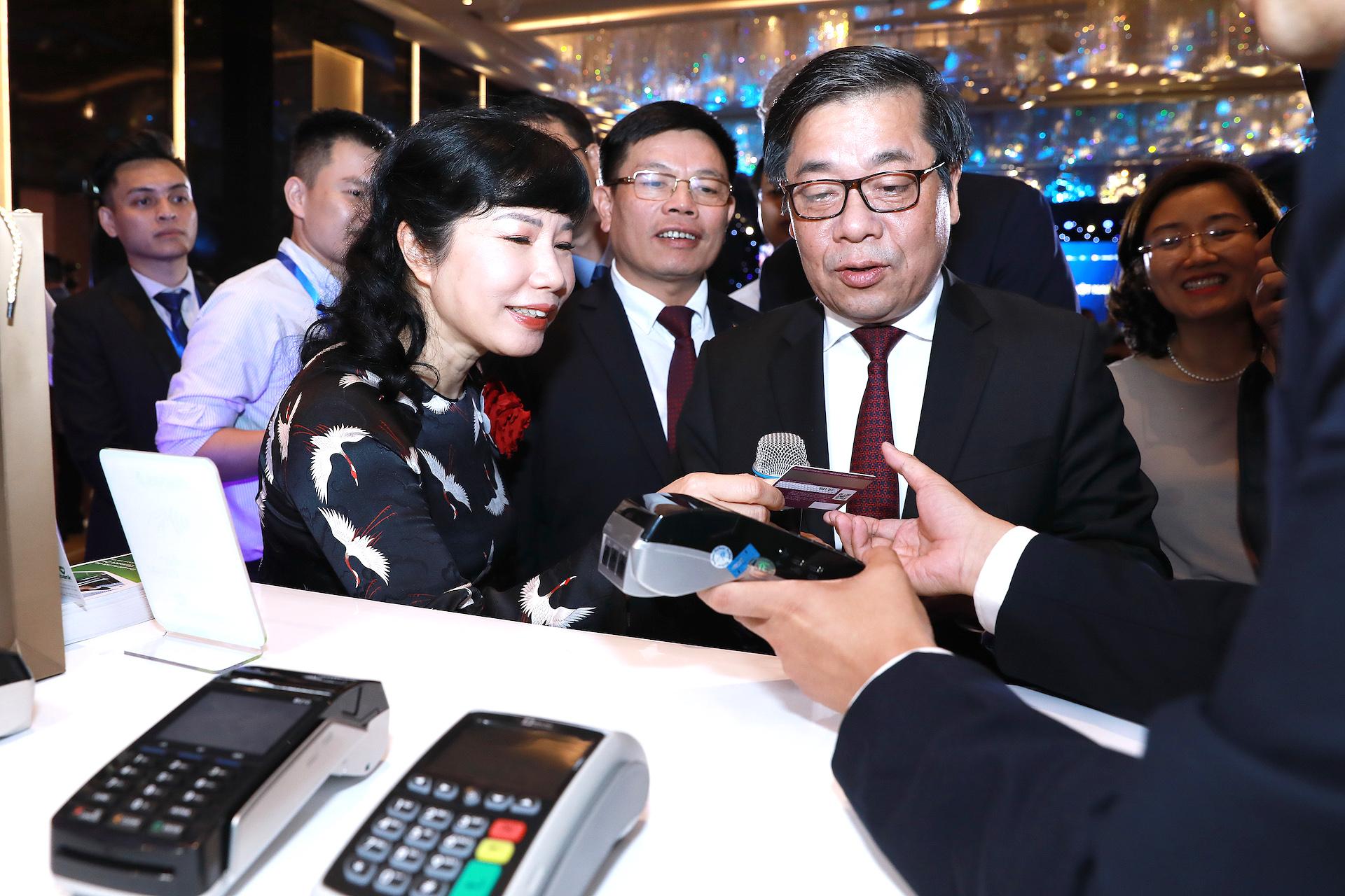 cac ngan hang viet chinh thuc thay the tu bang the chip