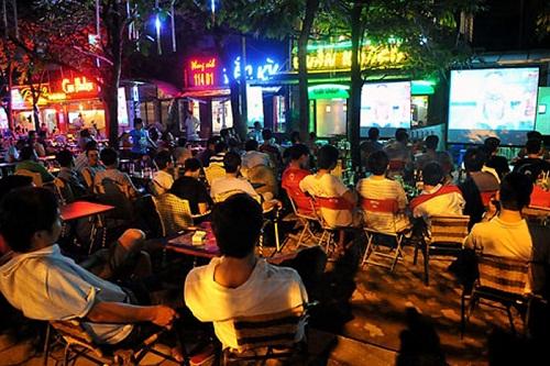 Các quán cà phê được chiếu World Cup miễn phí, không cần xin phép FIFA