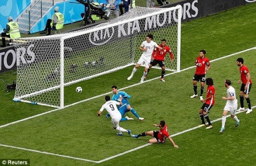 Uruguay chiến thắng 1-0 trước Ai Cập nhờ bàn thắng phút 89 nghẹt thở