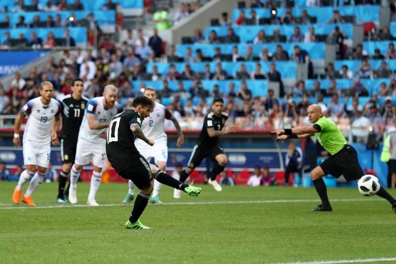 Đá hỏng penalty khiến Argentina hòa thất vọng, Messi nói gì ?