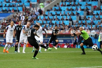 da hong penalty khien argentina hoa that vong messi noi gi