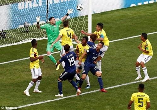 Nhật Bản giành chiến thắng Colombia với tỷ số 2-1