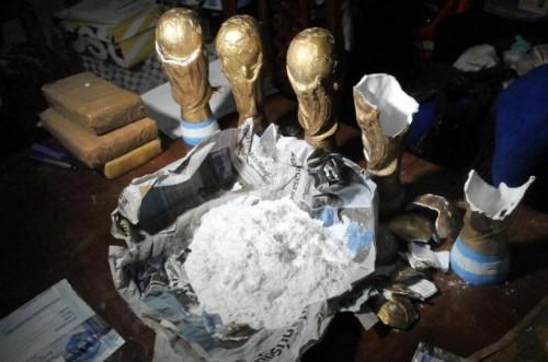 Cảnh sát Argentina phát hiện 12 kg ma tuý trong vàng World Cup giả