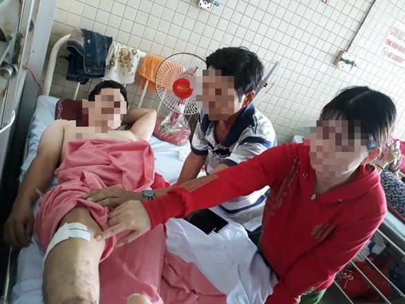 Bệnh nhân gãy đốt sống ngực, bệnh viện phẫu thuật nhầm cẳng chân