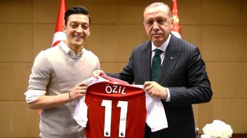 Mesut Ozil tuyên bố giã từ đội tuyển Đức