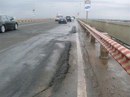 Cầu Thăng Long vẫn bị hư hỏng nặng sau nhiều lần sửa chữa