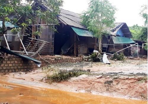 lao cai vo ho chua chat thai o nha may dap so 2 khu cong nghiep tang loong