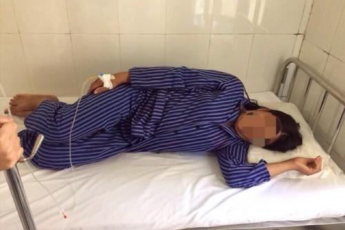 Lạng Sơn: Ngộ độc rượu ngâm cây thuốc không rõ loại, chồng tử vong vợ nguy kịch