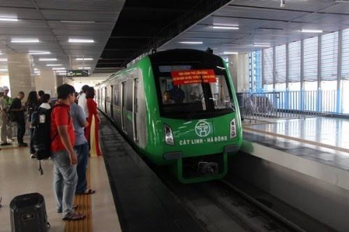 5 đoàn tàu của dự án đường sắt đô thị tuyến Cát Linh - Hà Đông vận hành chạy thử trên toàn tuyến