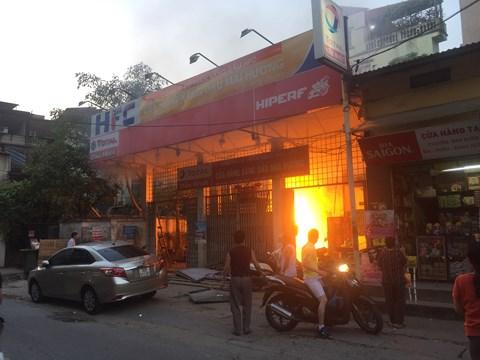 Hà Nội: Cây xăng cũ trên phố Hồng Mai bất ngờ phát hỏa