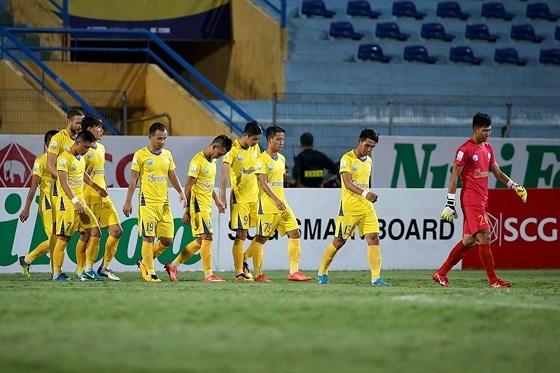 Tạm dừng mọi hoạt động thi đấu Giải bóng đá Quốc gia năm 2018