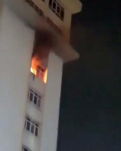TPHCM: Căn hộ tầng 9 cao ốc Waseco Plaza phát hỏa, nhiều người hốt hoảng tháo chạy trong đêm