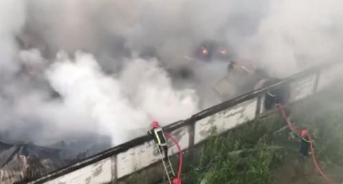 TPHCM: Xưởng sản xuất nhựa ở quận 12 bốc cháy dữ dội, khói cao hàng chục mét