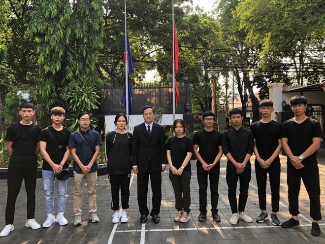 10 sinh viên Việt Nam ở vùng động đất tại Indonesia về nước