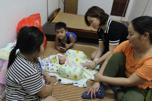 Nghệ An: Nhiều người muốn nhận nuôi bé trai 2 tháng tuổi bị bỏ rơi bên đường