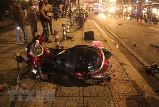 TPHCM: Ô tô tông hàng loạt xe máy, 1 người tử vong tại chỗ