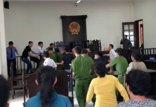 TPHCM: Đề nghị truy tố đối tượng đánh vào mặt kiểm sát viên tại tòa