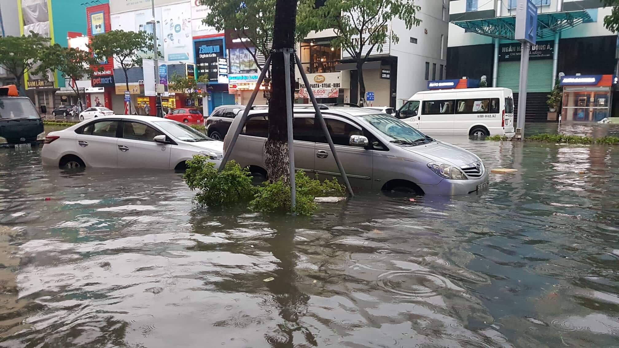 Đà Nẵng hoãn kỳ họp HĐND để lãnh đạo thành phố, các sở, ngành tập trung ứng phó với tình hình ngập lụt
