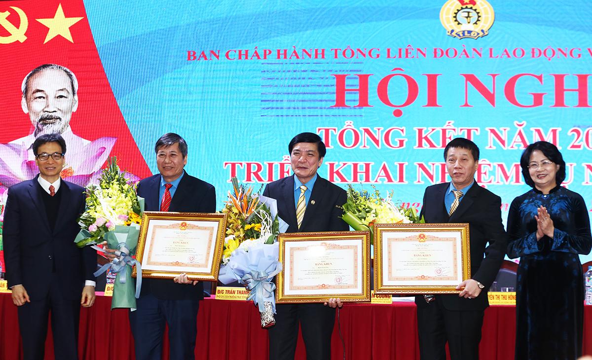 khong chi lo doi song phai giup cong nhan nam bat tri thuc moi