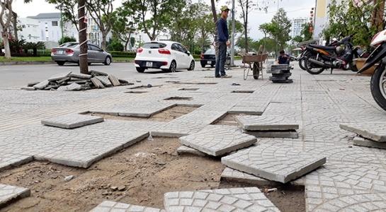 Đà Nẵng: Vỉa hè phục vụ APEC 2017 mới lát đã xuống cấp, hư hỏng