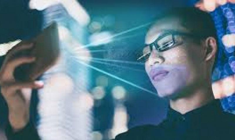Kính thông minh qua mặt được hệ thống nhận diện khuôn mặt