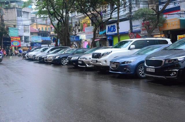 Hà Nội: Ngừng cấp phép trông xe gần 80 điểm dưới lòng đường