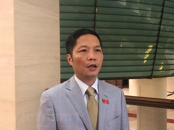 bo truong cong thuong xin loi vi dung xe cong don nguoi nha o san bay