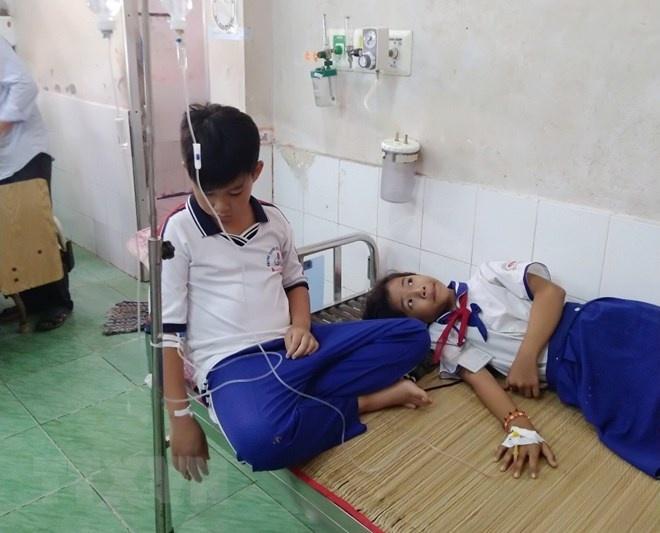Cà Mau: Những học sinh ngộ độc dung dịch Fluor đã bình phục