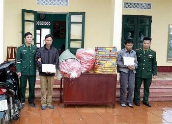 quang ninh bat giu hai doi tuong van chuyen 113kg phao lau