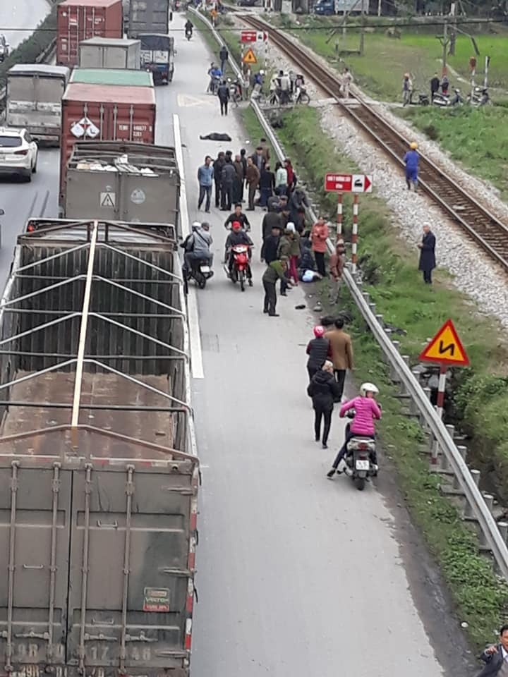Hải Dương: Xe tải lao thẳng vào đoàn người viếng nghĩa trang, 8 người thiệt mạng