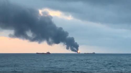 2 tàu chở chở dầu bốc cháy trên eo biển Kerch, ít nhất 11 thủy thủ thiệt mạng