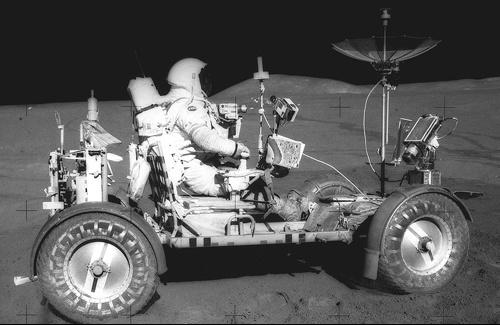 Ba chiếc xe điện từng lăn bánh trên Mặt Trăng
