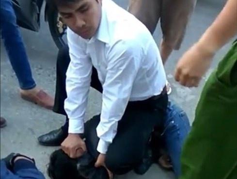 Bình Thuận: Tài xế taxi quật ngã tên cướp xe máy