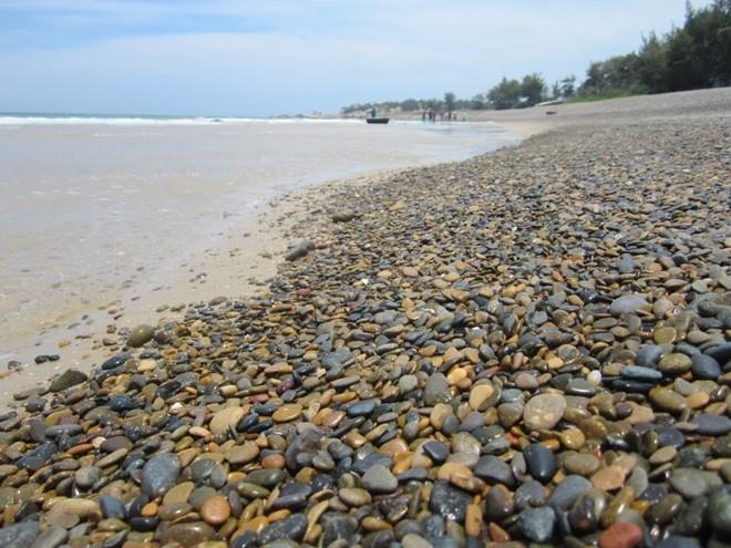 Bình Thuận: Bãi đá 7 màu bị lấp nằm trong hành lang bảo vệ bờ biển