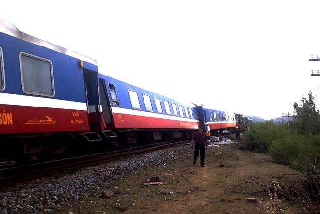 Sự cố tàu hàng trật bánh tại Nghệ An: Thông tuyến đường sắt Bắc-Nam