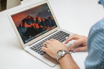 apple macbook ho tro man hinh retina gia re