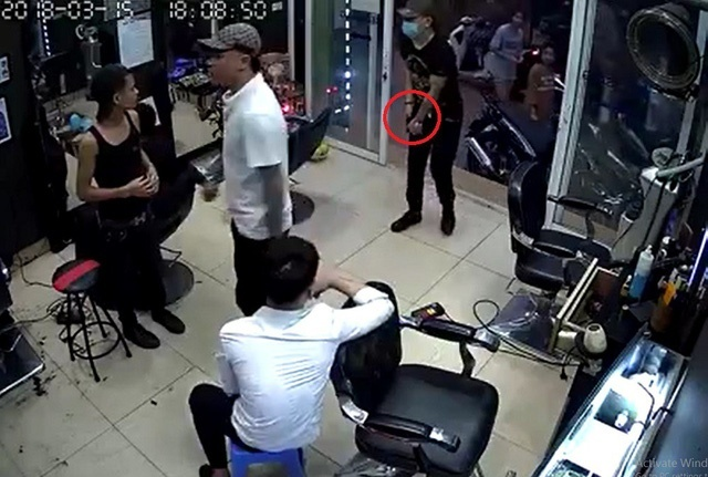 Điều tra nghi vấn nổ súng tại quán cắt tóc khiến 1 người bị thương ở Hà Nội