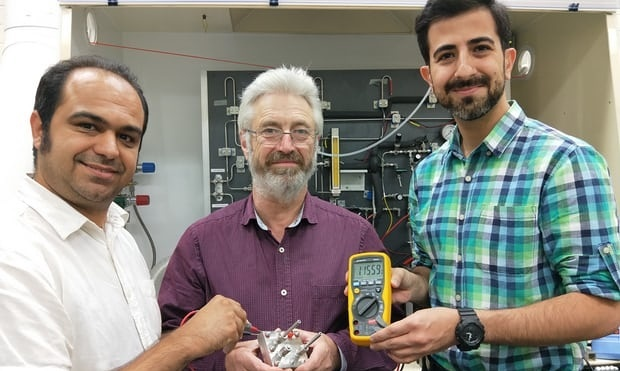 Pin chạy bằng cacbon và nước giá rẻ, thân thiện với môi trường